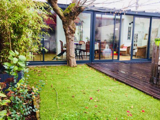 Agréable et lumineuse maison avec piscine et dépendance